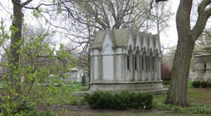 There's Something Truly Incredible About This One Cemetery In Illinois