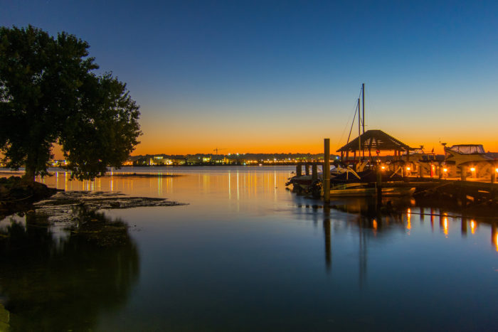 The Potomac river is on the east of Old Town, where many restaurants are situated for gorgeous waterfront views.