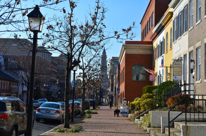 Alexandria is an extremely walkable area and King Street, one of the most popular destinations, is a one mile-long area with shops, restaurants, and outdoor cafes.