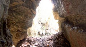 Hiking To This Aboveground Cave In Iowa Will Give You A Surreal Experience