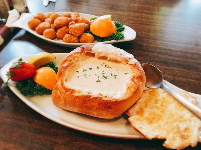 clam-chowder-in-a-bread