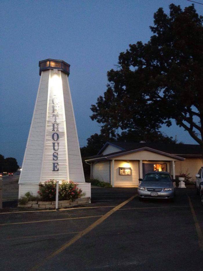 10. Lighthouse Inn Supper Club, Cedar Rapids