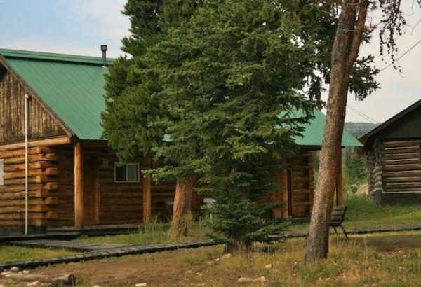 7. Medicine Bow Lodge
