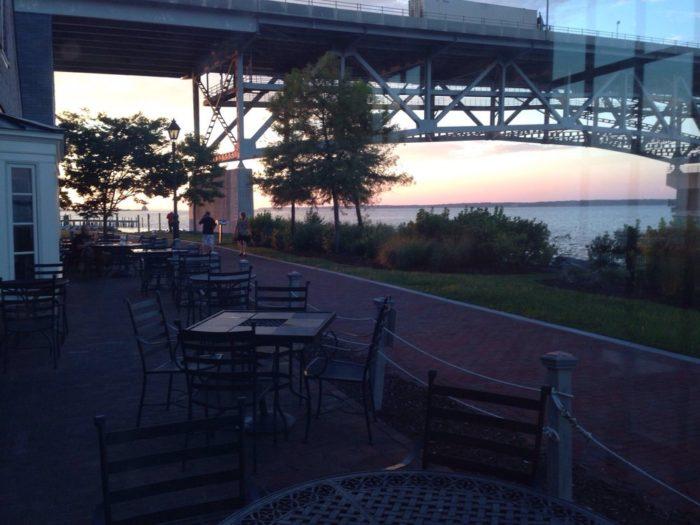 1. Riverwalk Restaurant (Yorktown)