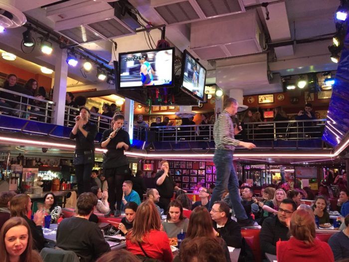 5. Ellen's Stardust Diner, New York City
