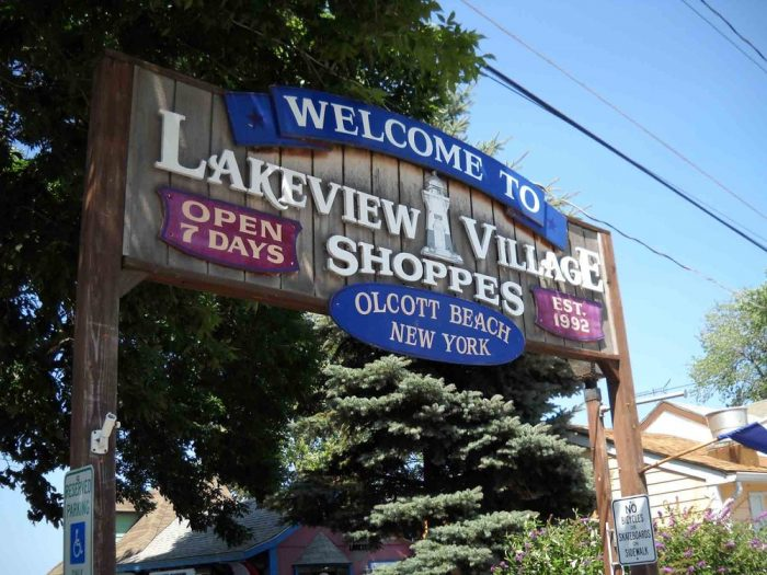 Another Olcott attraction is the charming little shopping area you'll find at Lakeview Village Shoppes!