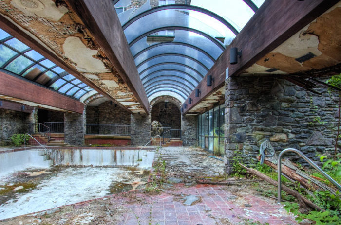 This Abandoned Hotel In Pennsylvania Will Give You Chills