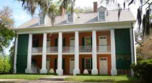 The Story Behind Louisiana's Most Haunted House Will Give You Nightmares