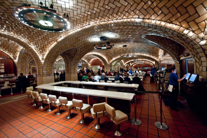 6. Grand Central Terminal's oldest restaurant suffered a horrendous fire in 1997.
