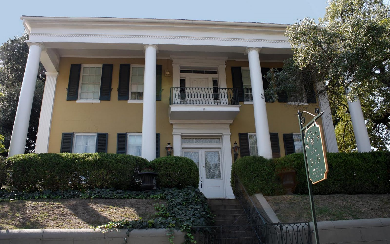 Anchuca One Of Mississippi 39 S Most Haunted Bed And Breakfasts