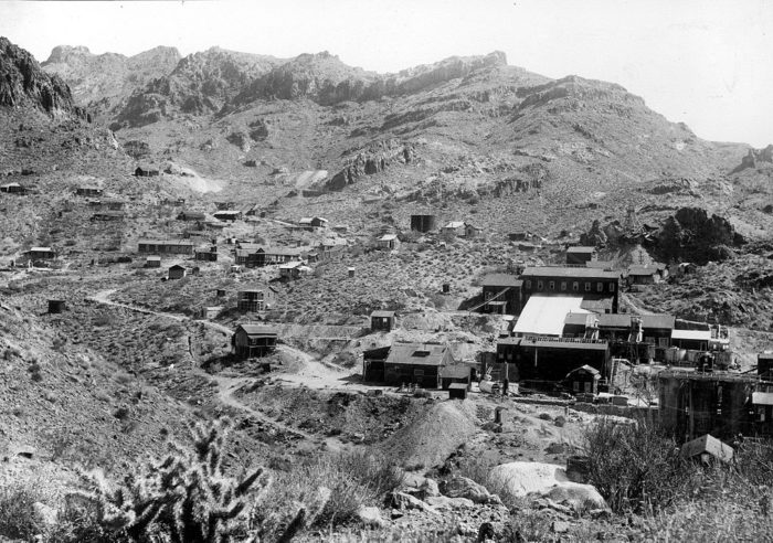 2. Oatman is a relatively young ghost town! It was founded shortly after two prospectors struck gold in 1915.