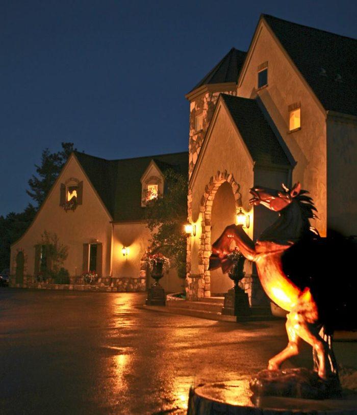 8. Arrowhead Manor Bed and Breakfast Inn