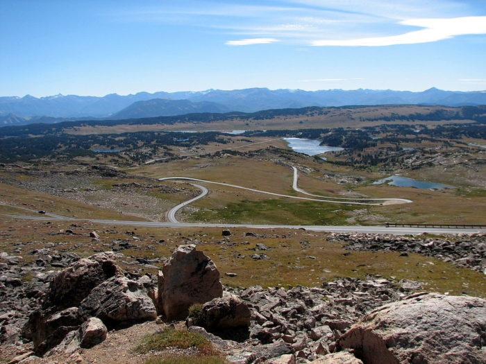 1200px-Beartooth_Highway_Showing_Switchbacks