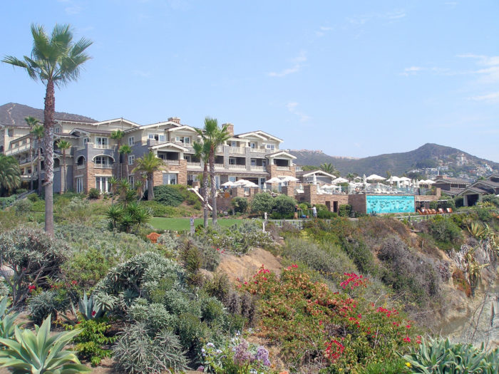 Treasure Island Park is a bit of a hidden gem in Laguna Beach tucked between Montage Resort and the majestic Treasure Island Beach down below.