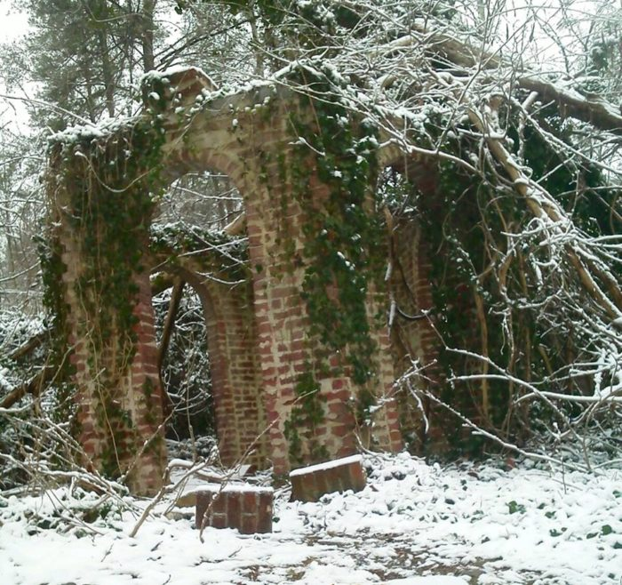 It's been said that the ruins are still haunted to this day, with visitors claiming to see apparitions or hearing gunshots, glass shattering, or dogs barking in the distance.