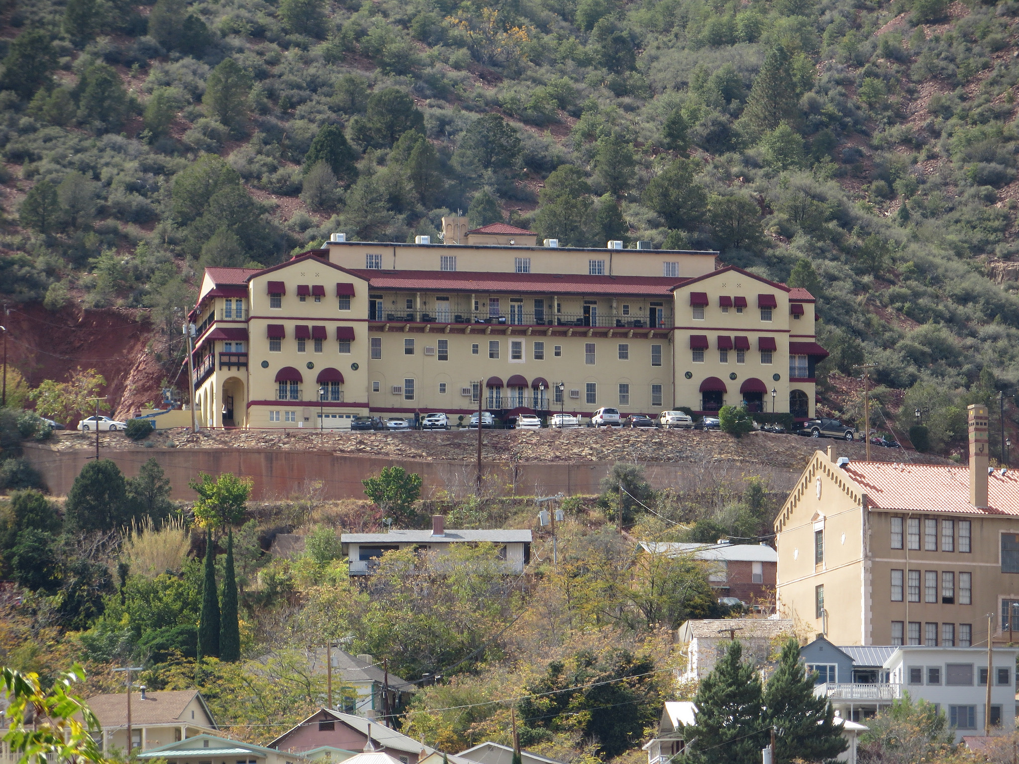 The story behind this haunted arizona hotel is seriously for Pennsylvania hotel new york haunted