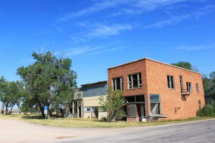 7. Ardmore, South Dakota has been without any residents for years, and this is the state of the buildings that remain.