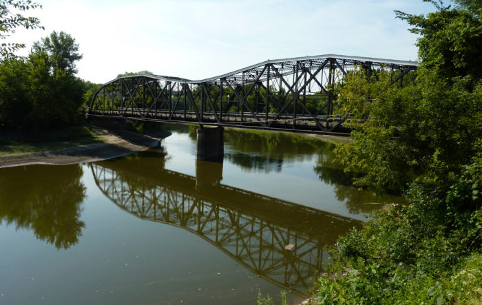 Recreate on the Minnesota River whether by boating, fishing, or paddling. You can find beautiful scenery during the summer and fall along the river.