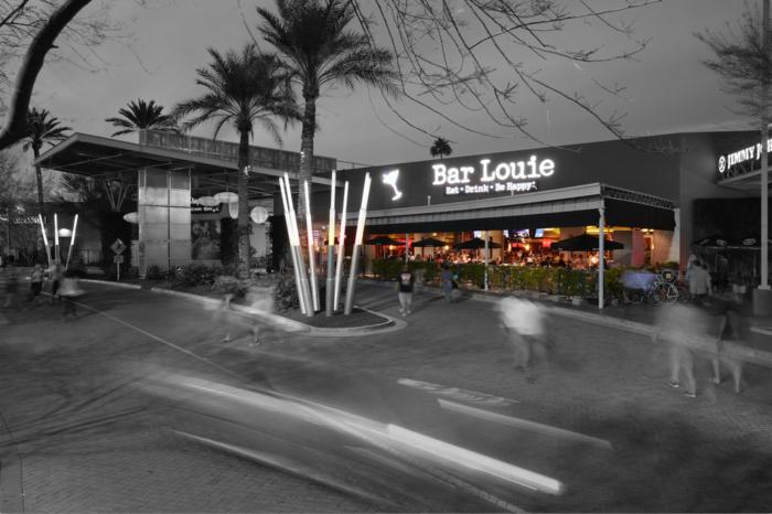 4. Bar Louie, Newport