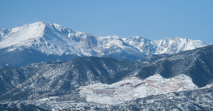 There is a temperature difference of 30 degrees between the top and base of Pikes Peak.