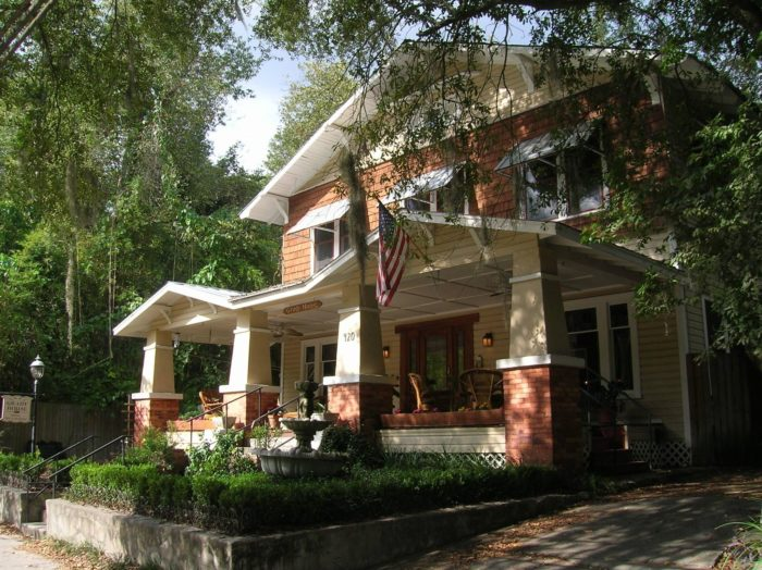 If you need a place to stay in town, the Grady House Bed & Breakfast has beauty and Southern hospitality in equal measure.