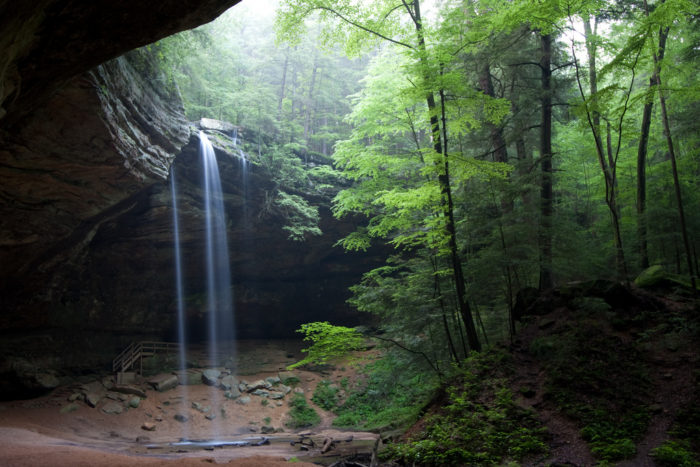 The Ash Cave Trail features a .25 mile long Gorge Trail that is wheelchair accessible, as well as a .5 mile long Rim Trail.