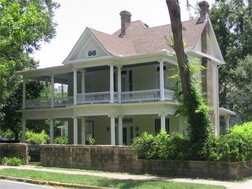 4. Star of Texas Inn and Austin Folk House