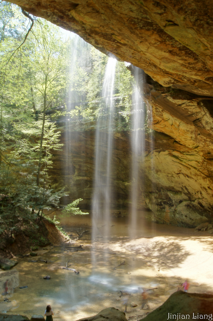 walk behind ash cave waterfall in ohio