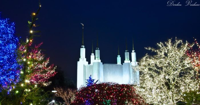 And especially during the holidays. The annual Festival of Lights is a spectacular sight to behold. The temple grounds are lit with thousands of twinkling lights and visitors are invited to attend the nightly concerts. This event is entirely free.