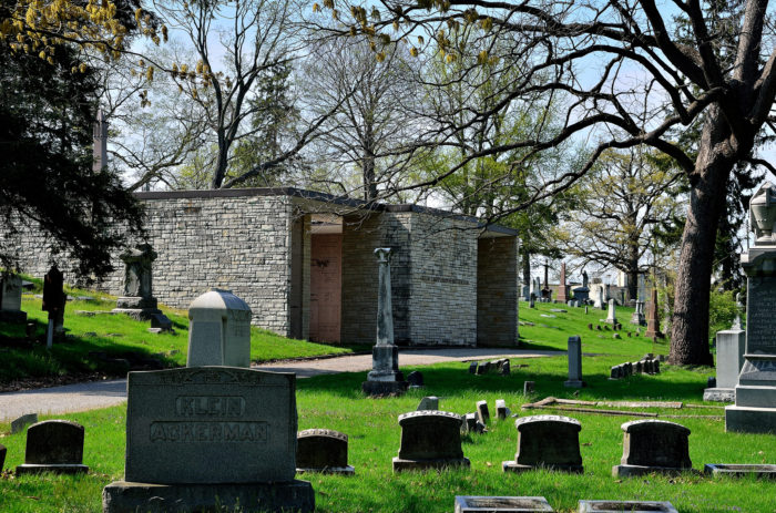 8. Greenlawn Cemetery (Columbus)