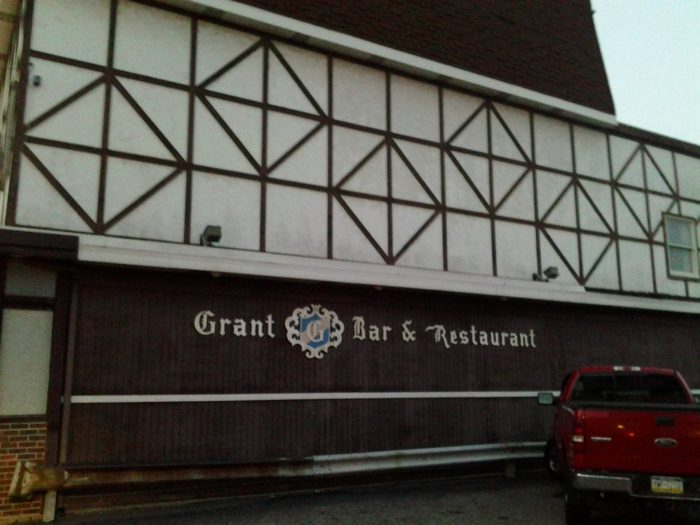 8. Grant's Bar & Restaurant – 114 Grant Avenue