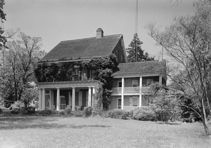 Woodburn Mansion in the 1950s, shortly before the State of Delaware purchased it.