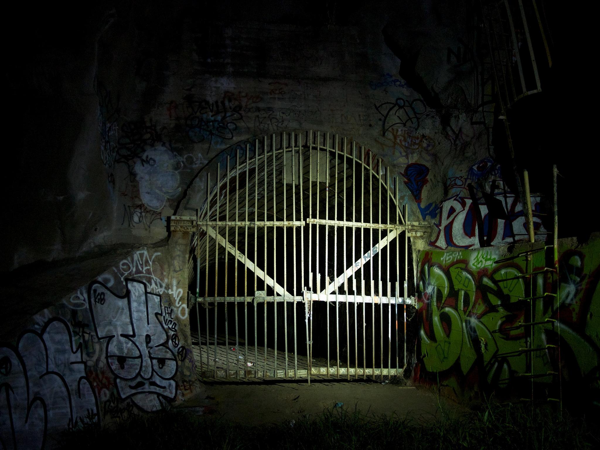 The Devil S Gate Dam In California Has A Dark History