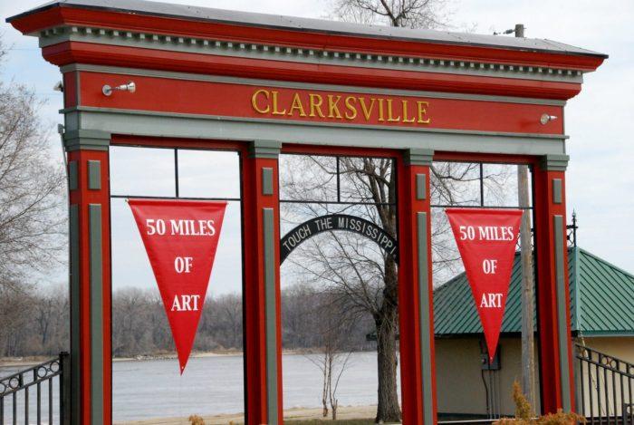 4. Clarksville - Population 442