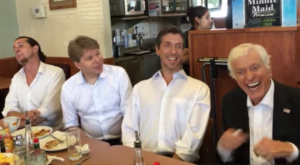 These Lucky Diners In Santa Monica Were Serenaded By A Hollywood Legend
