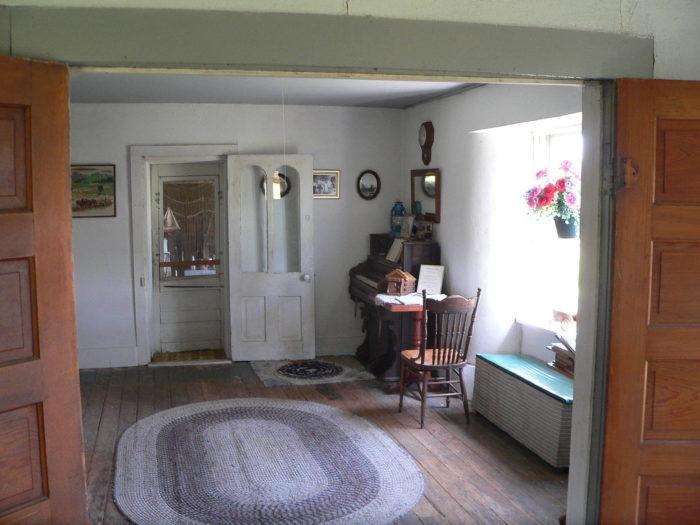 Dowse_sod_house_interior_SC_room_face_E_2
