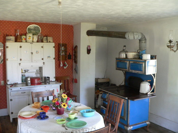 Dowse_sod_house_interior_kitchen_face_NW