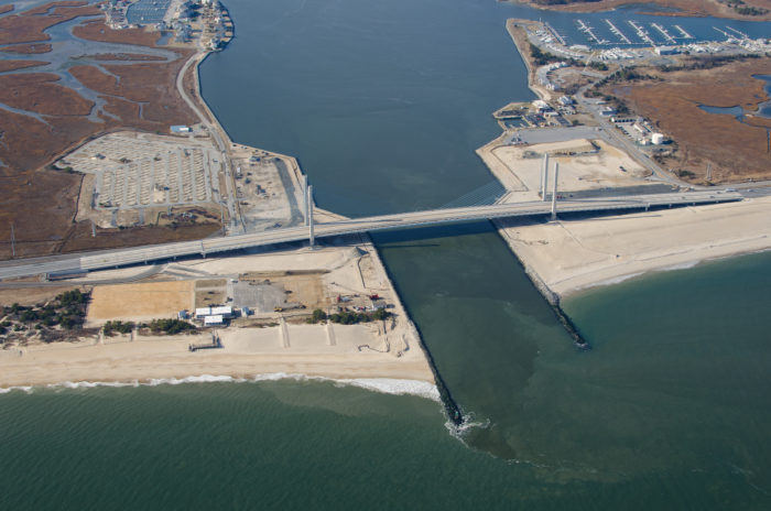 In 2008, the new bridge project was revitalized, and the unstable ramps were removed.