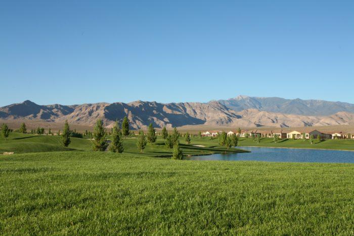 Mountain_Falls,_Pahrump,_Nevada_-_panoramio