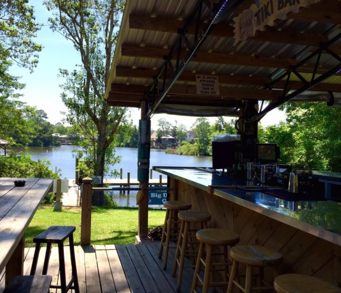 8 alabama restaurants with amazing river views for Fish river grill fairhope al