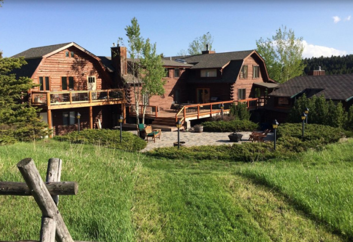 6. Howlers Inn Bed & Breakfast and Wolf Sanctuary