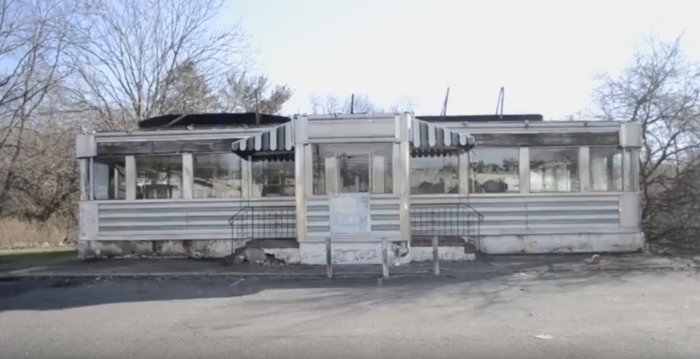 The Giordano Diner is one of only five surviving diners built by the New Jersey Mountain View Diner company.