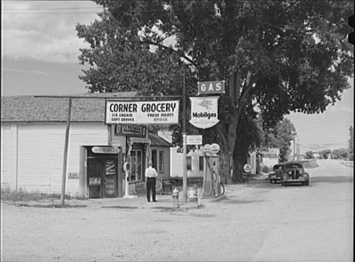 9. Grocery Store On Main Street In Ranchester