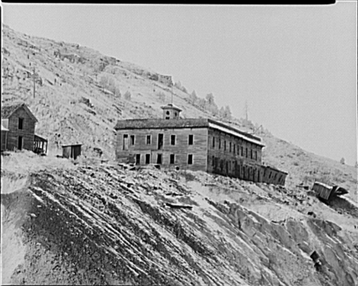 18. Old Hotel At Cambria