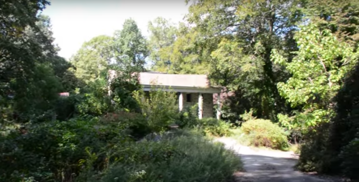 "The abandoned ""Bella Vista"" mansion in Pennsylvania was once a gorgeous family home."
