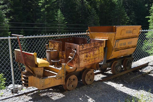 This tour is also the only one of its kind to feature authentic mining equipment in action.