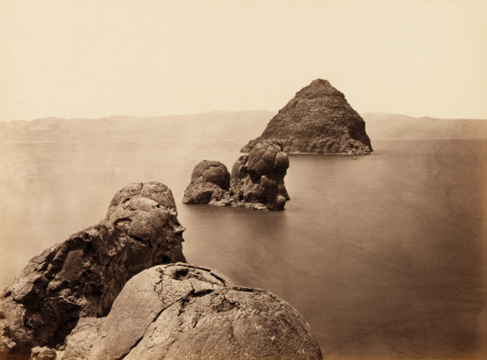 Dome-shaped tufa rocks