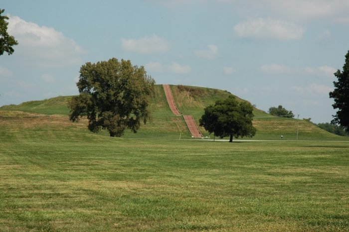 Others blame the decline of Cahokia on weather and climate changes that were unfavorable.