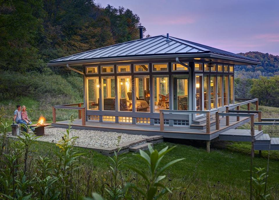 Glass House Wisconsin : You can stay at a glass cabin in wisconsin