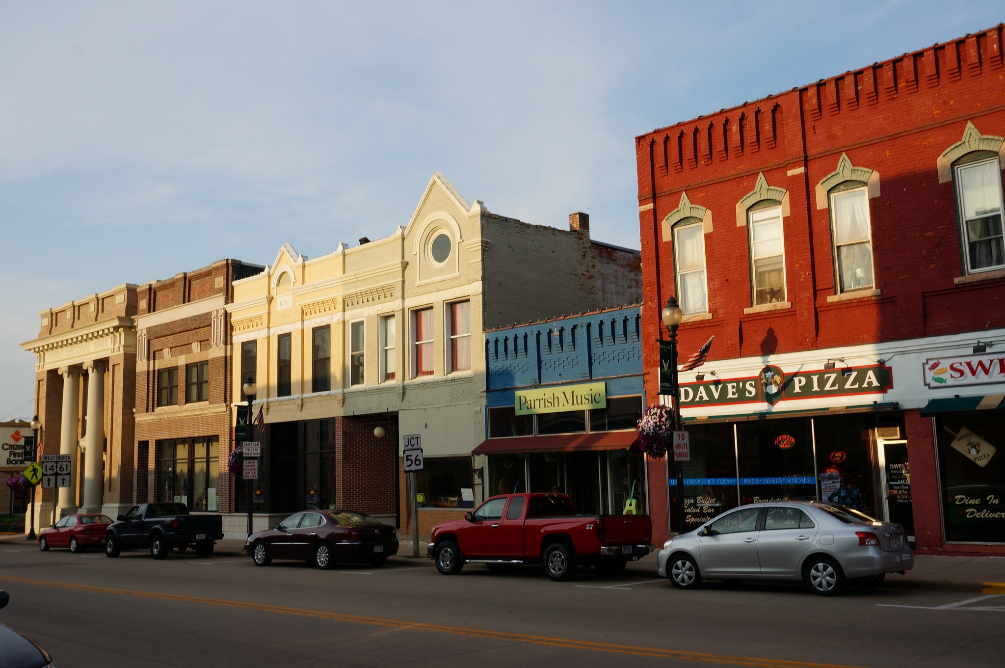 10 quiet and peaceful small towns in wisconsin for Best small towns to live in oregon